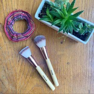 Set of 2 Makeup Brushes (Stippling & Powder)